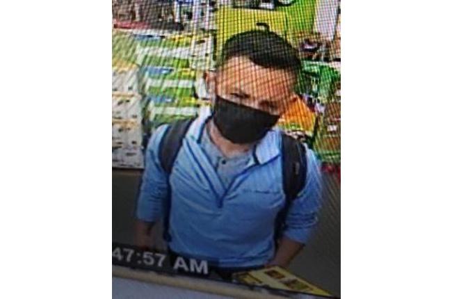 Autoridades buscan a sospechoso de usar tarjeta de crédito robada en tiendas de Patchogue