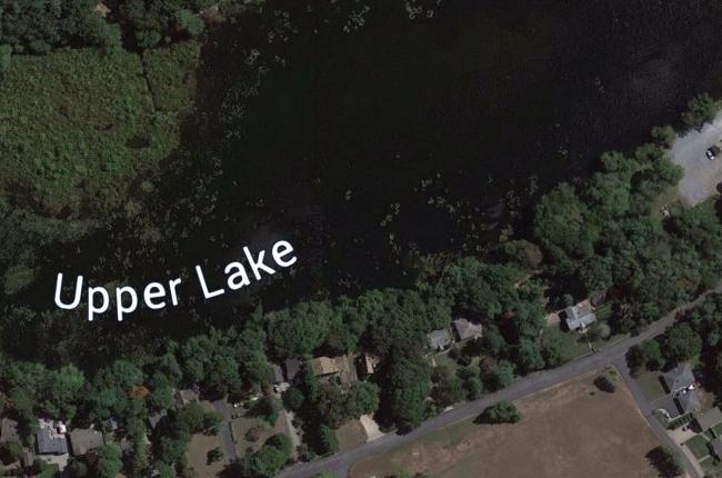Muere mujer luego de ser encontrada inconsciente en un lago de Yaphank
