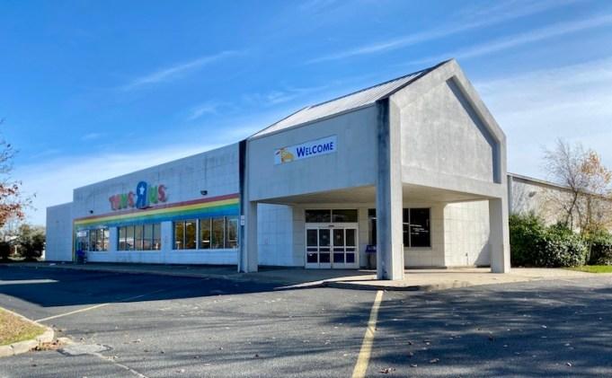 LiDL abrirá un nuevo supermercado en la antigua tienda de Toys 'R' Us en Riverhead