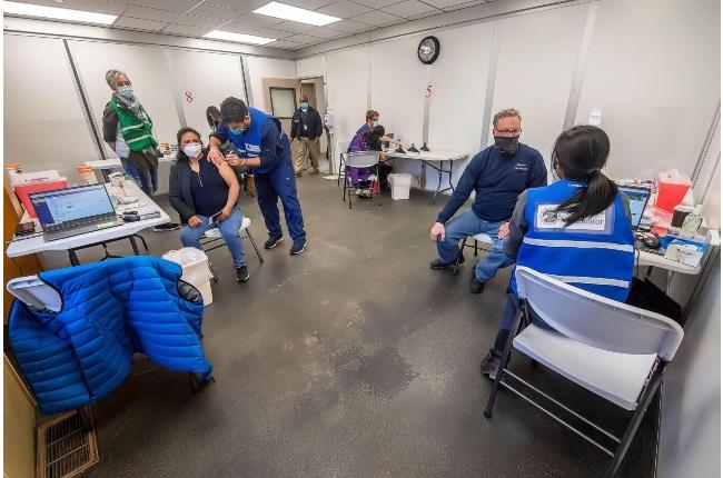 Municipio de East Hampton anuncia que ya sobrepasó los topes de vacunación indicados por el estado para levantar las restricciones por covid