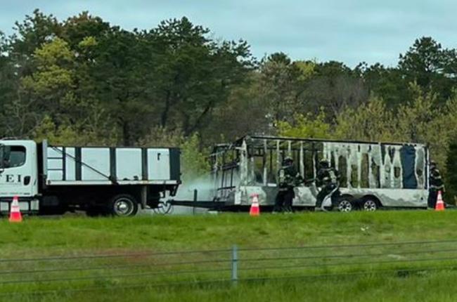 Incendio de un camión en la 27 causa bloqueos de la vía en dirección oeste a la altura de East Quogue