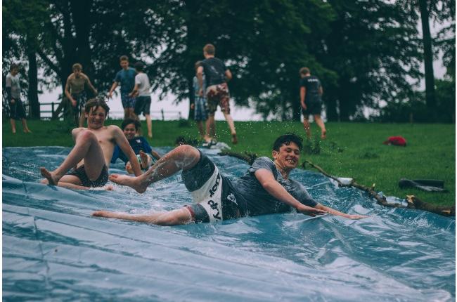 Estado da a conocer las nuevas pautas para reapertura de campamentos de verano, campamentos nocturnos y programas de cuidado infantil