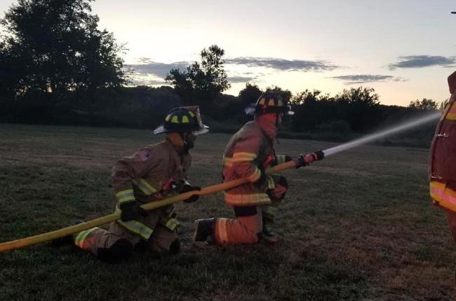 """Dos casas y un vehículo estilo """"camper"""" fueron consumidos por un incendio en Greenport"""