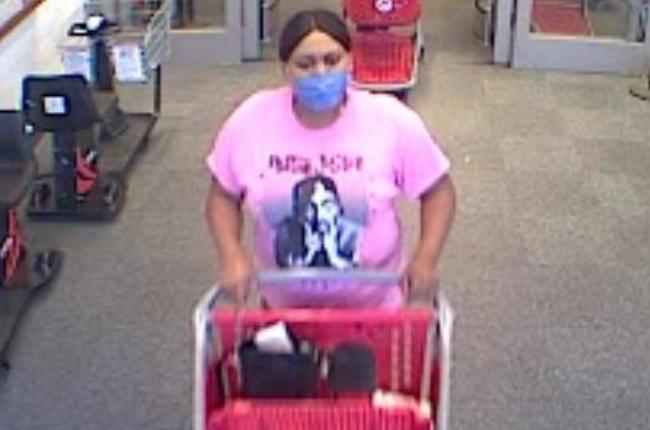 Policía: se busca a una mujer por hurto menor en una tienda de Medford